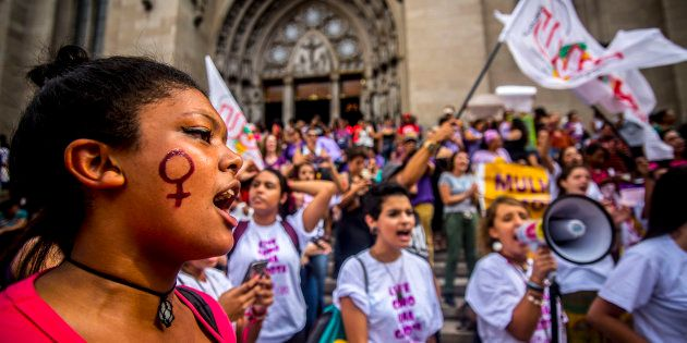 Manifestantes reivindicam maior participação na política na Marcha das Mulheres em 8 de março de