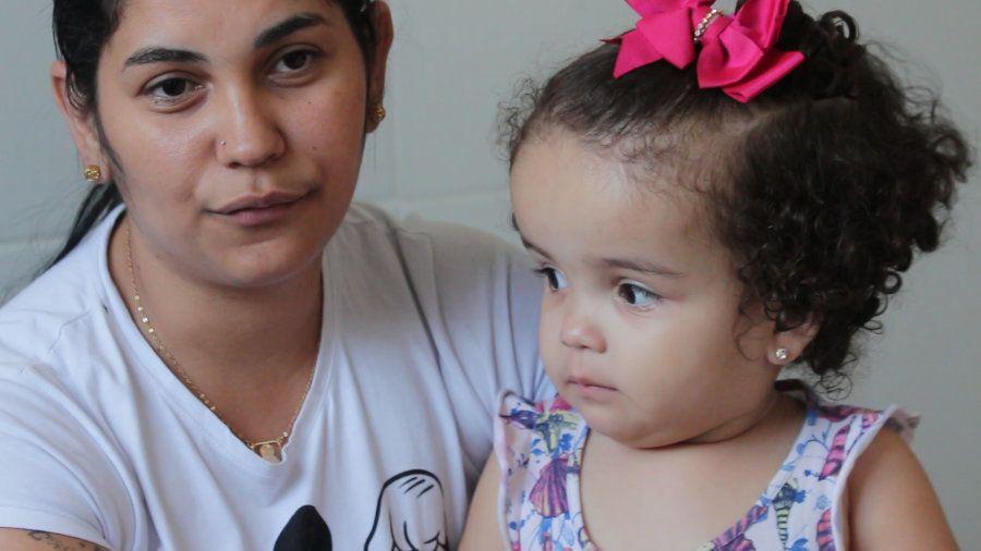 Após Deysiane e o marido serem infectados pelo zika, Luiza nasceu com hidrocefalia e vai passar pela...