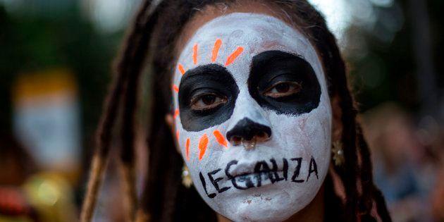 Milhares de brasileiras foram às ruas em 2017 protestar contra a PEC 'Cavalo de Troia', que, caso aprovada,...