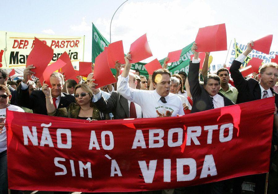 Em 2012, STF decidiu descriminalizar aborto no caso de feto anencéfalo; 5 anos antes, a Corte promoveu...
