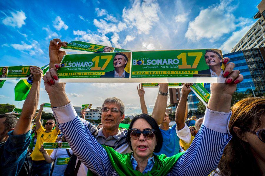 Apoiadores de Jair Bolsonaro (PSL), em manifestação na frente do Hospital Sírio-Libanês, em São