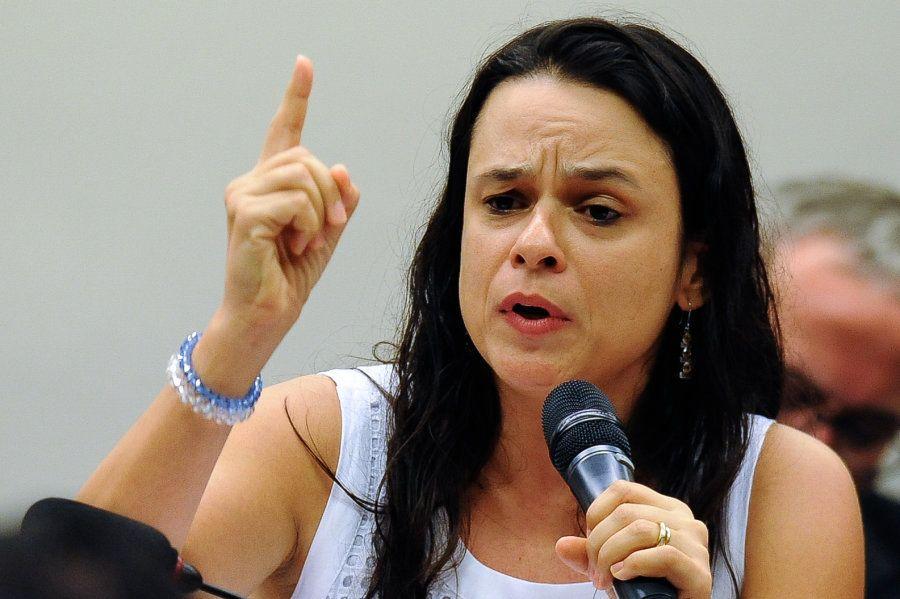 Em campanha para deputada estadual por São Paulo, Janaina Paschoal reforça apoio feminino ao candidato...