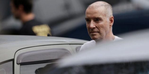 Bilionário Eike Batista chega à Polícia Federal para prestar depoimento no Rio de
