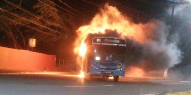 Ônibus incendiado no Espírito Santo em dia de greve da Polícia
