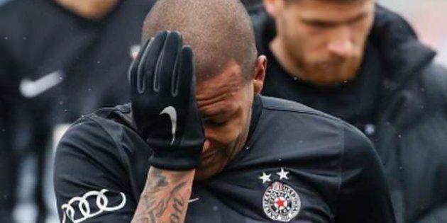 Jogador brasileiro do Partizan Belgrado sofre racismo em campo e deixa partida