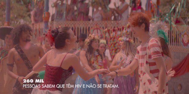Campanha do Ministério da Saúde no Carnaval rotula soropositivos, criticam