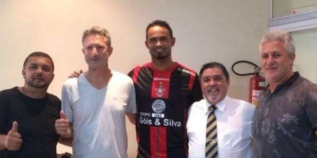 Boa Esporte Clube diz que contratação de goleiro Bruno 'faz parte da obrigação social da