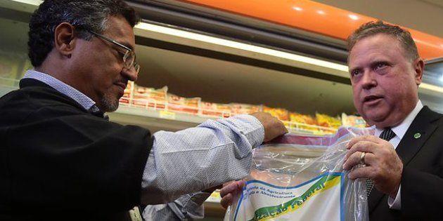 O ministro da Agricultura, Blairo Maggi, acompanha fiscalização de produtos derivados de carne em
