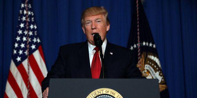 Na Flórida, Trump explica por que bombardear a