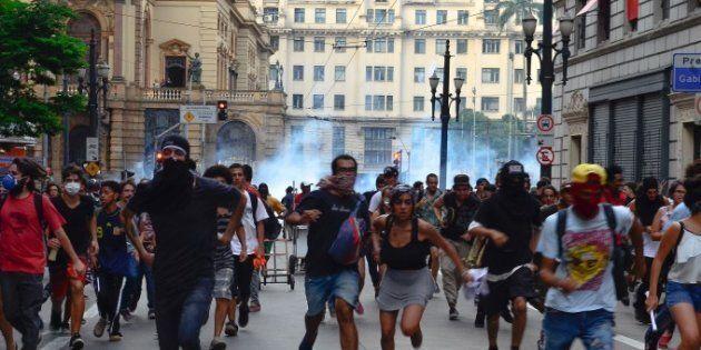Manifestação no centro de São Paulo é dispersada pela