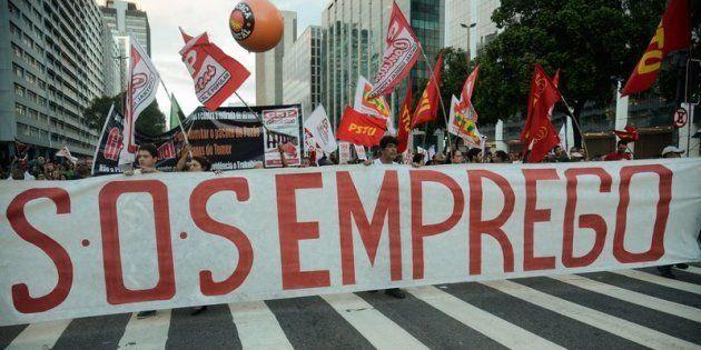 Manifestantes protestam contra reforma da Previdência em passeata no Rio de