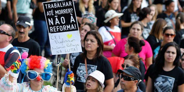Protesto em Curitiba contra as mudanças