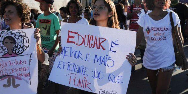 Manifestantes contra redução da maioridade penal em ato na Esplanada dos Ministérios, em Brasília, em...