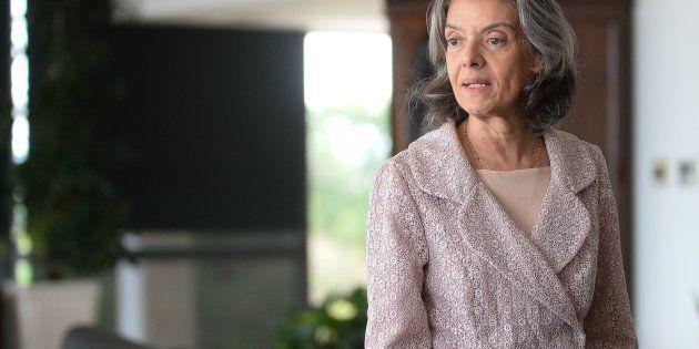 Cármen Lúcia diz na ABL que está confiante que Brasil vai superar