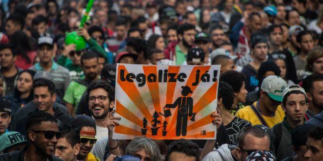 Milhares de manifestantes comparecem à Marcha da Maconha em São
