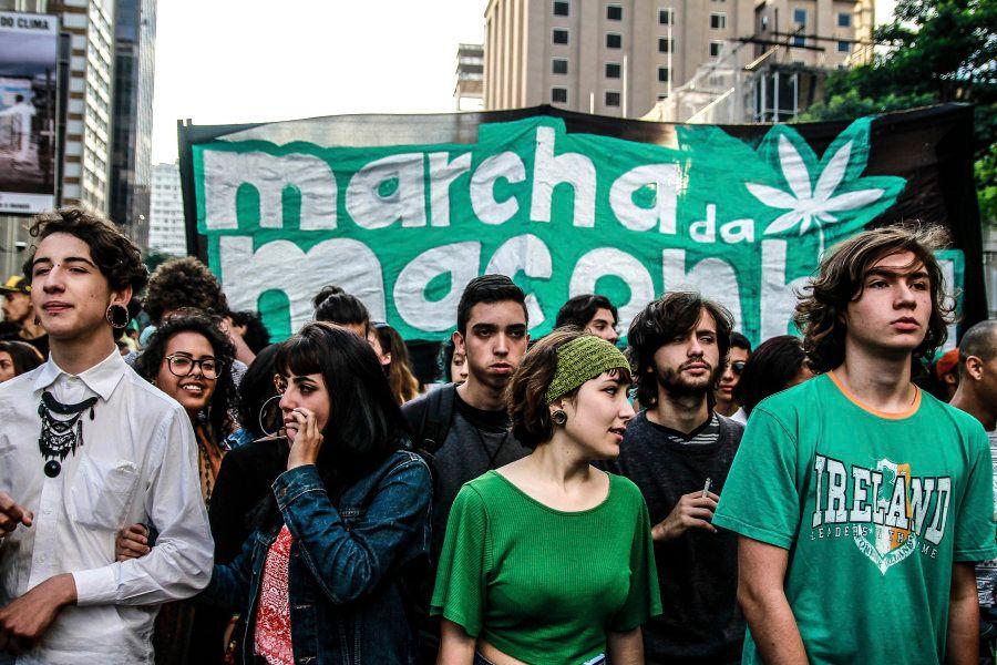 As imagens da Marcha da Maconha que quer 'quebrar correntes e plantar