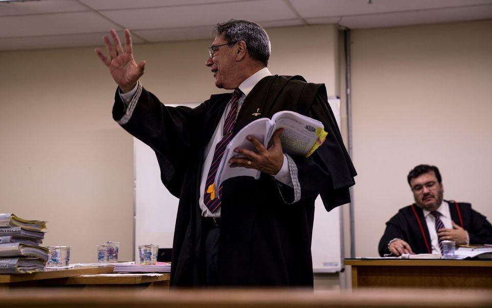 O advogado que já defendeu mais de 100 policiais militares em casos de homicídio