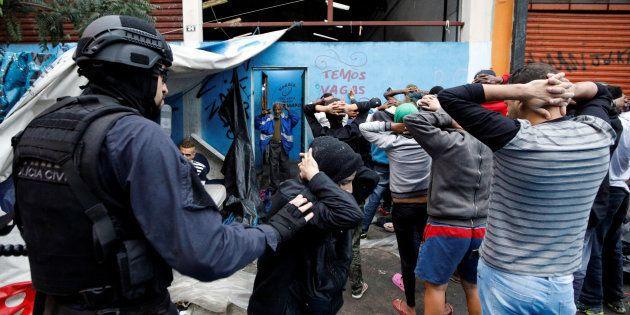 Operação com 900 policias surpreendeu os frequentadores da Cracolândia em São Paulo no último domingo