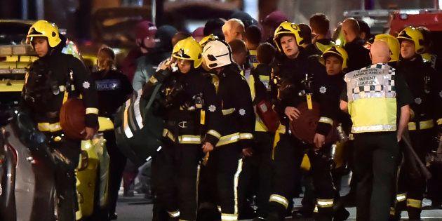 Equipes de resgate trabalham em