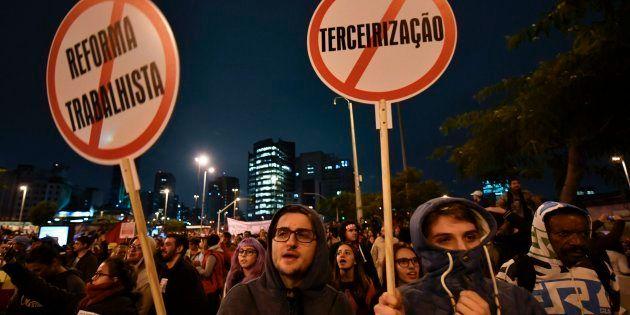 Manifestantes protestam em São Paulo contra reformas do governo de Michel