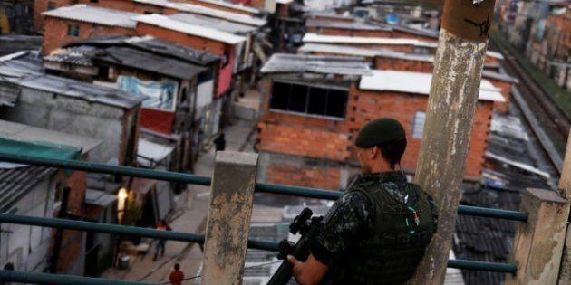 Policial militar da Rota patrulha a favela do Moinho, onde Leandro dos Santos foi