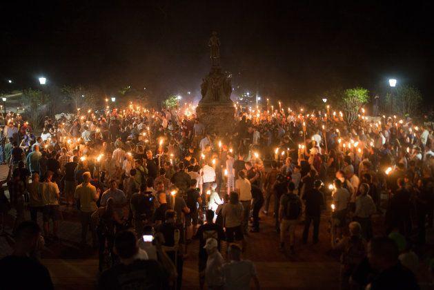 Extrema-direita protesta contra negros, gays e judeus nos