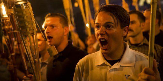 Grupo intitulado Alt-Right está, desde sexta-feira à noite, realizando um ato em Charlottesville, na