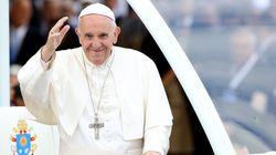Papa questiona fé de cristãos que consultam horóscopos e