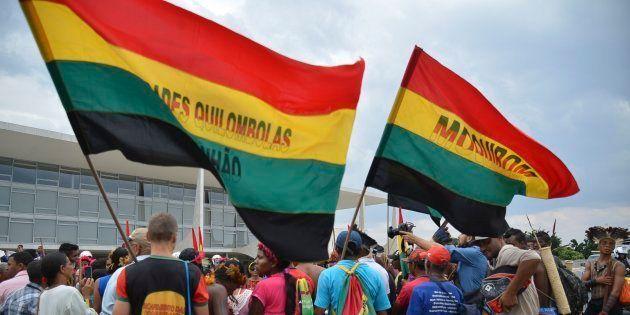 Protesto de quilombolas e índios em frente ao Palácio do