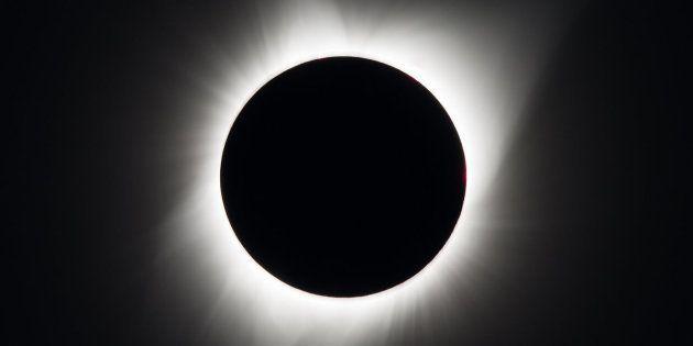 O eclipse solar tota é visto em Madras,