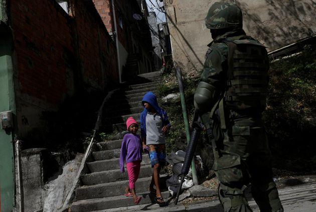 Após 10 anos, permanência das UPPs é 'indiferente' no combate à violência, dizem