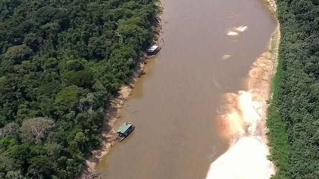 Foto de um garimpo ilegal na região do rio Jandiatuba, localizado no município de São Paulo de