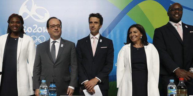 François Hollande com Muriel Hurtis, Tony Estanguet, Anne HIdalgo e Teddy Riner (da esquerda para a direita)...