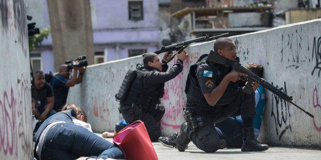 Eles foram acompanhados por policiais militares e alguns grupos se espalharam pelas principais ruas da...