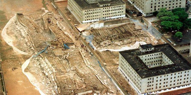 Após 46 anos de funcionamento, Carandiru começou a ser demolido em