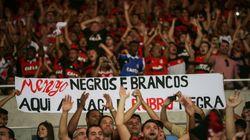 Agora é lei: Clubes serão punidos se torcedores cometerem racismo em estádios no