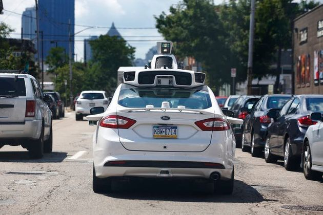 Carro autônomo da Uber sendo testado em