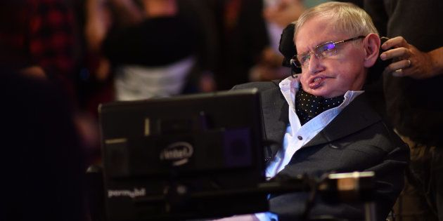 Professor Stephen Hawking em evento no The Cambridge Union em 21 de novembro de