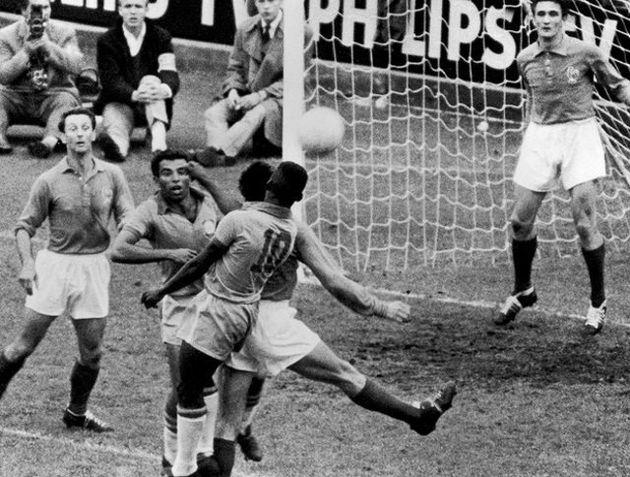 Pelé (10) não jogou na estreia em 1958, mas foi o grande nome da Copa ao lado de