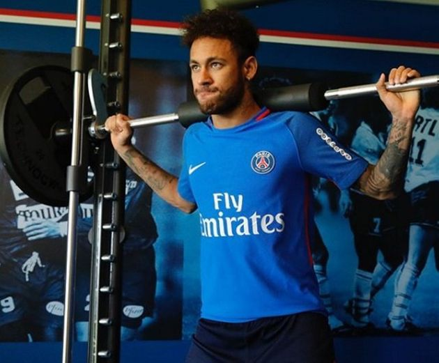 Neymar está pegando pesado nos treinos desde que voltou para a