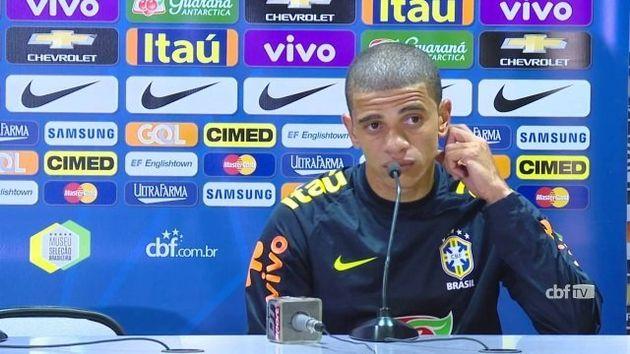 Convocação de Taison deixou Luan, um dos favoritos da torcida brasileira, fora da Seleção em