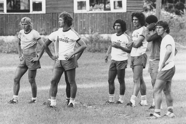 Zico (primeiro à direita) treinou com a Seleção Brasileira em 1974, mas não foi à Copa do