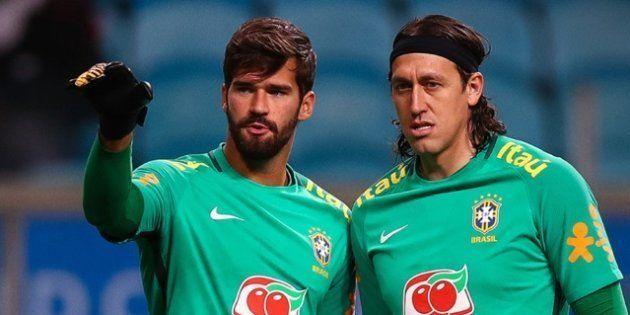 Alisson (à esquerda) é o titular do gol do Brasil, que tem Ederson na reserva imediata e Cássio (à direita)...