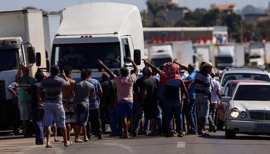 Como a greve dos caminhoneiros está paralisando o
