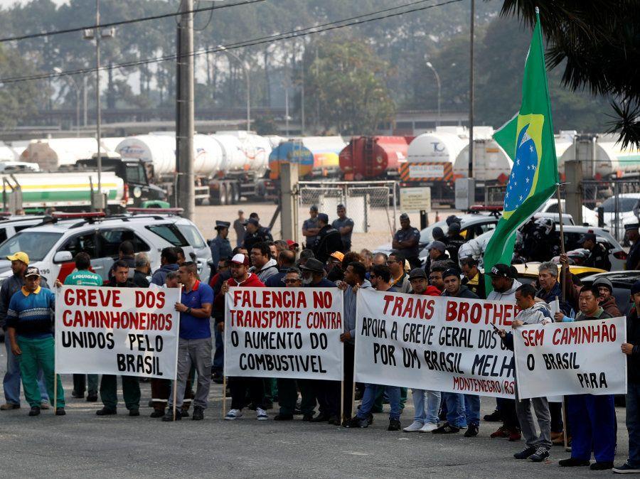Caminhoneiros ligados a Transpetro param em Barueri