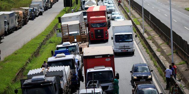 Greve dos caminhoneiros lança luz sobre uma economia essencialmente baseada no