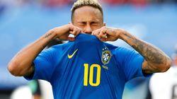 Neymar exagera no teatro, e VAR anula pênalti a favor do