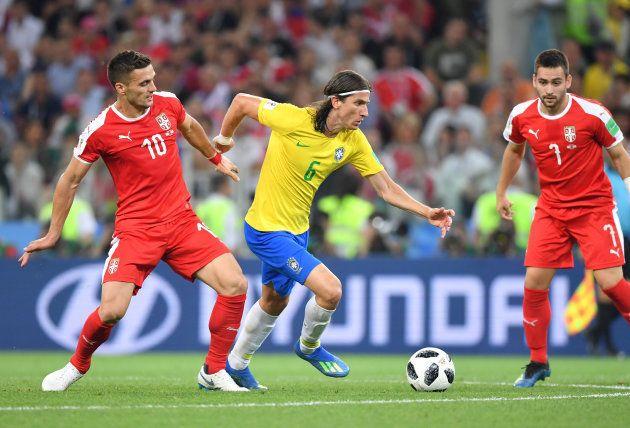 Filipe Luis entrou bem no jogo contra a Sérvia e pode ser titular diante do