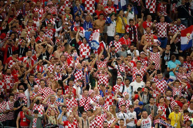 Torcida da Croácia no jogo contra a Inglaterra, que garantiu a vaga na final da Copa da