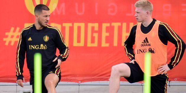 Eden Hazard (à esquerda) e Kevin de Bruyne: Representantes da 'Geração Belga' na luta pelo prêmio de...